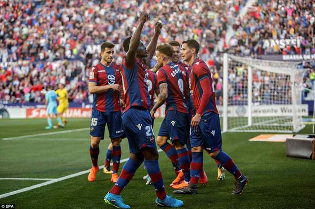 Barcelona đứt mạch bất bại trong trận đấu điên rồ - Ảnh 1.