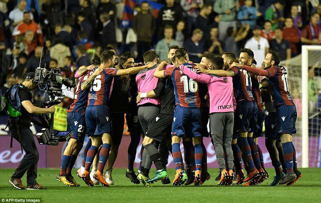 Barcelona đứt mạch bất bại trong trận đấu điên rồ - Ảnh 4.