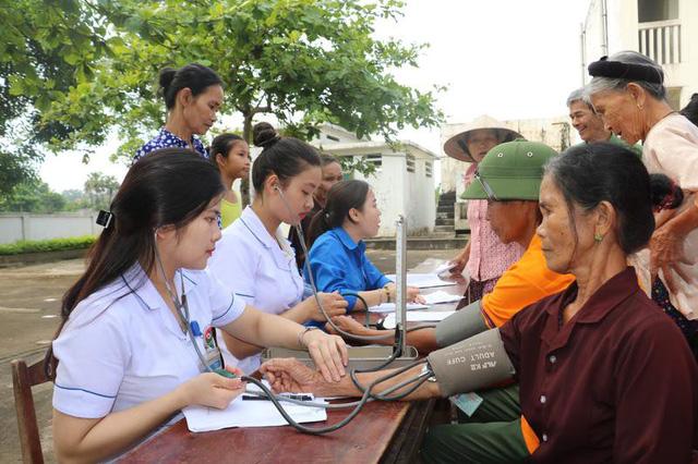 Hà Tĩnh: Khám bệnh, cấp thuốc miễn phí cho 500 người nghèo - Ảnh 1.