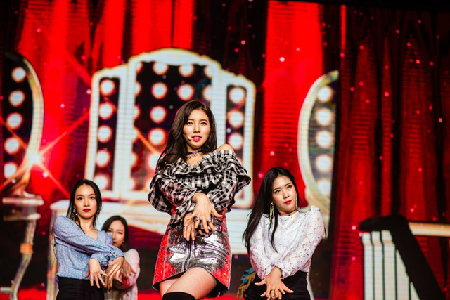 Suzy bật khóc khi họp mặt fan ở Đài Loan - Ảnh 2.
