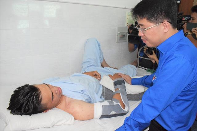 Trung ương Đoàn TNCS Hồ Chí Minh truy tặng huy hiệu Tuổi trẻ dũng cảm cho các hiệp sĩ trong vụ bắt nhóm trộm SH - Ảnh 2.