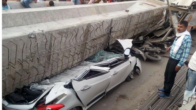 Sập cầu vượt đang thi công tại Ấn Độ, ít nhất 12 người thiệt mạng - Ảnh 2.