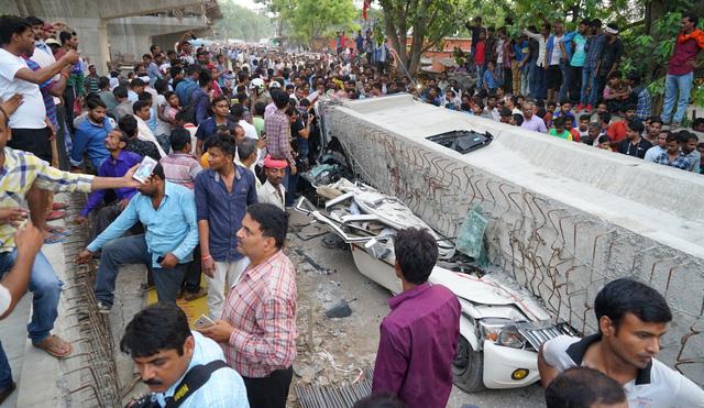 Vụ sập cầu vượt đang xây tại Ấn Độ: Số người thiệt mạng tăng lên 18 - Ảnh 3.