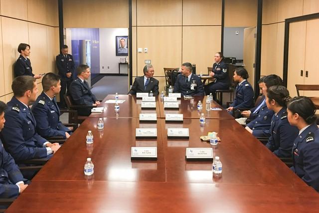 Đại sứ Phạm Quang Vinh thăm Học viện Không quân Hoa Kỳ - Ảnh 1.