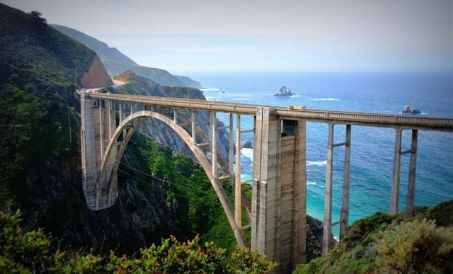 Du khách sẽ rùng mình khi đi trên những cây cầu này - Ảnh 9.