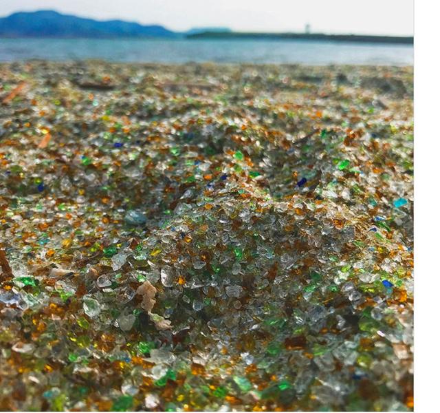 Bãi biển không tên ở Nhật Bản được làm bằng thủy tinh tái chế - Ảnh 5.