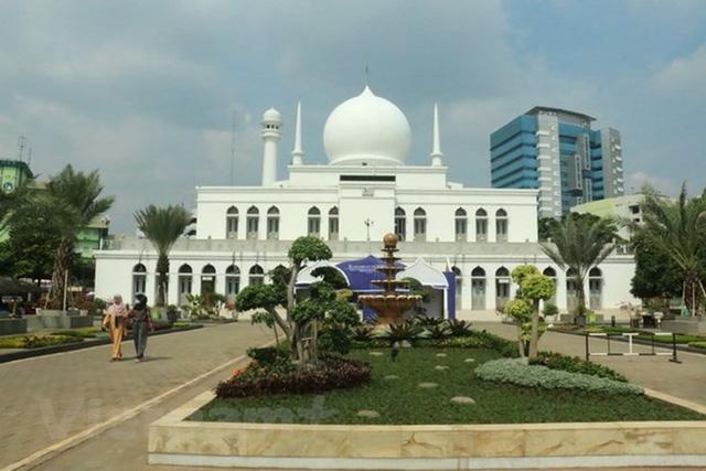 Indonesia mong đón tháng lễ Ramadan trong yên bình - Ảnh 1.