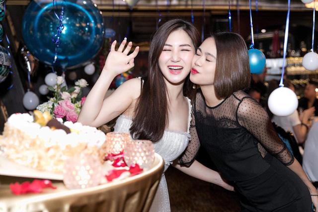 Hương Tràm tổ chức sinh nhật tại du thuyền 5 sao - Ảnh 6.