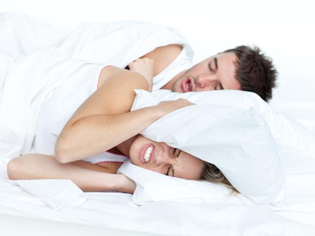 Ngủ ngáy - Biểu hiện của hội chứng ngưng thở tắc nghẽn khi ngủ - Ảnh 1.
