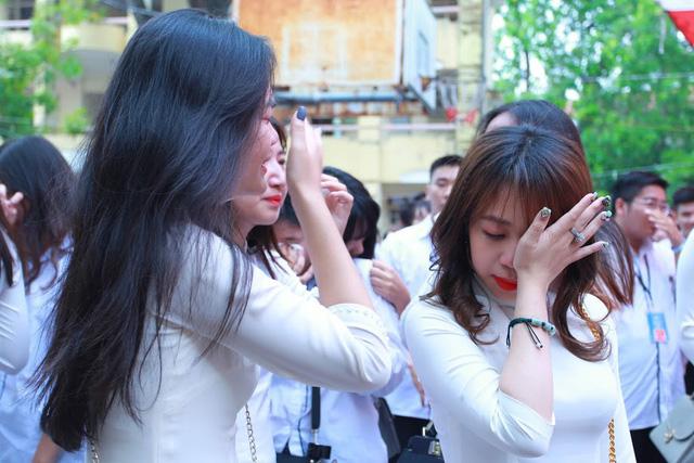 Học sinh lớp 12 Việt Đức bịn rịn chia tay tuổi học trò - Ảnh 4.