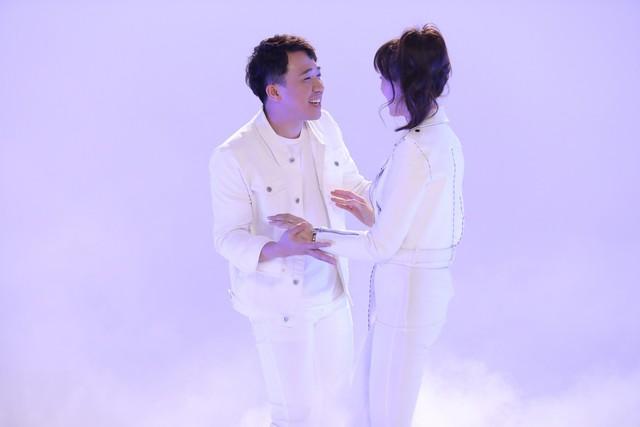 Khi đàn ông mang bầu 2018: Vừa mở màn, Trấn Thành - Hari Won đã có phát ngôn đậm chất ngôn tình - Ảnh 2.