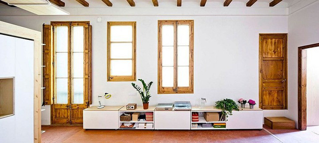 Sử dụng nội thất sáng tạo trong căn hộ 70m2 - Ảnh 1.