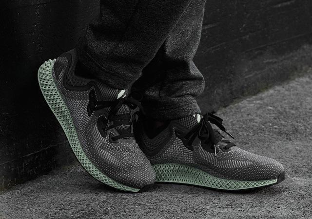 Adidas hé lộ mẫu sneakers mới được tạo ra bởi oxy và ánh sáng - Ảnh 2.