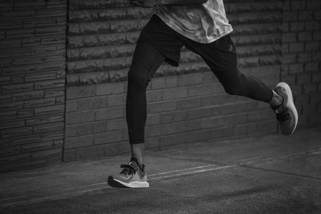 Adidas hé lộ mẫu sneakers mới được tạo ra bởi oxy và ánh sáng - Ảnh 3.