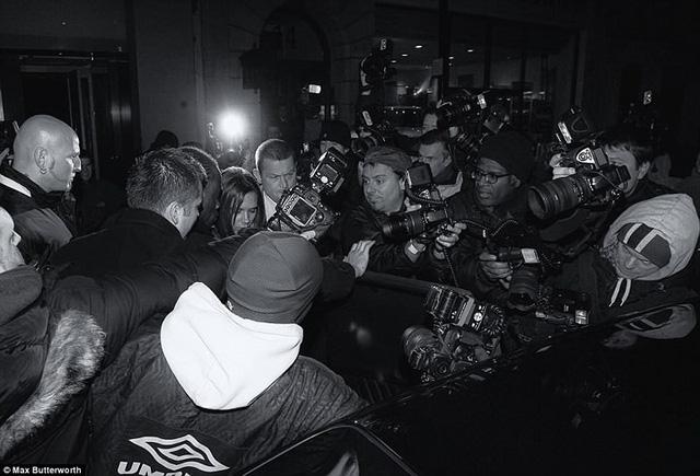 Lộ ảnh William, Kate Middleton và dàn sao hạng A bơ phờ rời quán bar - Ảnh 4.