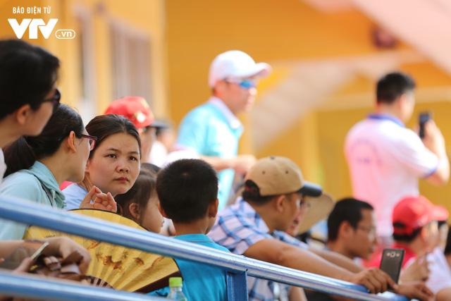 """Cầu thủ nhí hào hứng """"đội nắng"""" chơi bóng cùng sao U23 Việt Nam - Ảnh 8."""
