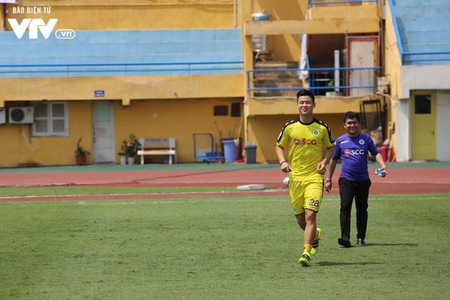 """Cầu thủ nhí hào hứng """"đội nắng"""" chơi bóng cùng sao U23 Việt Nam - Ảnh 13."""