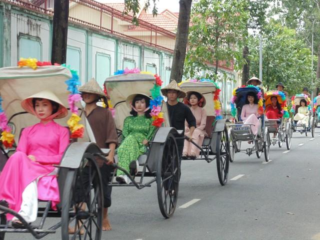 Khánh My và Ngân Khánh trở lại thời xưa hóa Mỹ nhân Sài Thành - Ảnh 3.