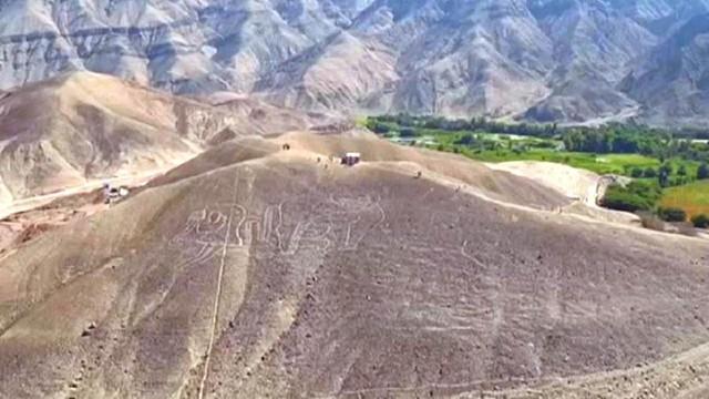 Phát hiện hình vẽ khổng lồ trên sa mạc ở Peru - Ảnh 1.