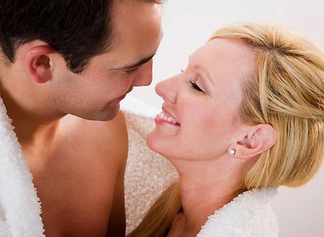 Quan hệ tình dục bằng miệng dễ dẫn tới ung thư vòm họng - Ảnh 1.