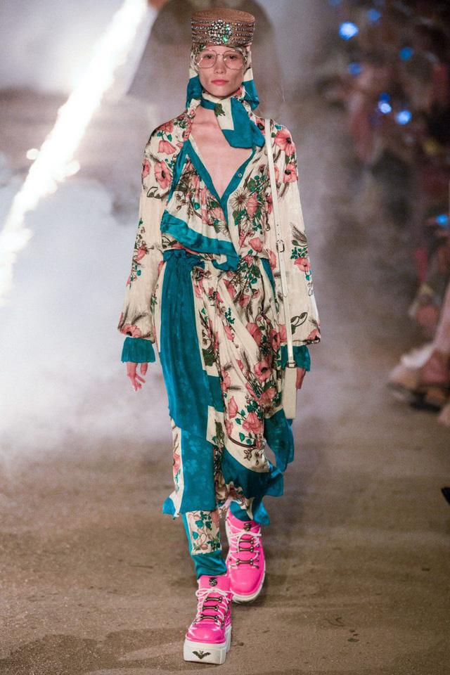 Gucci Cruise 2019: Khi phong cách cổ điển được làm sống lại... - Ảnh 4.
