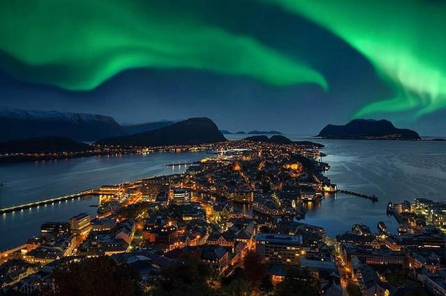 Ngắm những hiện tượng thiên nhiên rực rỡ sắc màu trên thế giới - Ảnh 6.