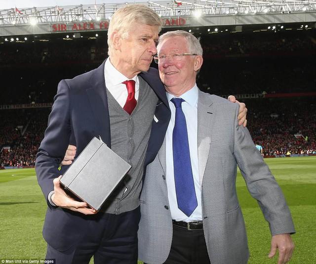 Sir Alex Ferguson nhập viện khẩn cấp trong tình trạng nguy kịch - Ảnh 2.