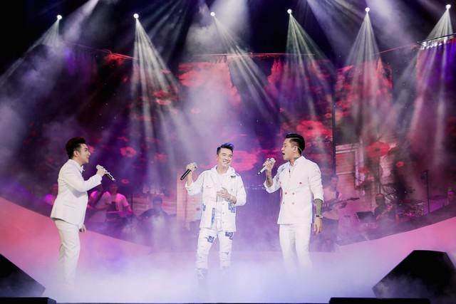 Đàm Vĩnh Hưng, Tuấn Hưng, Quang Hà khiến khán giả Hà Nội đứng ngồi không yên - Ảnh 7.