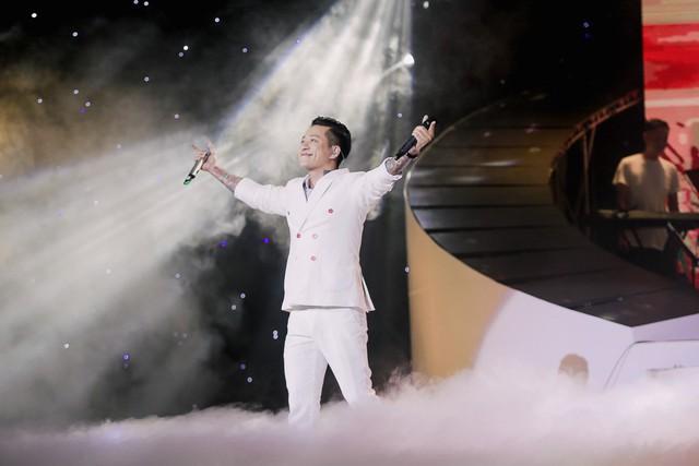 Đàm Vĩnh Hưng, Tuấn Hưng, Quang Hà khiến khán giả Hà Nội đứng ngồi không yên - Ảnh 6.