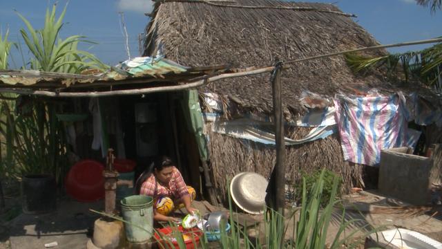 Cụ bà 61 tuổi chỉ mong có một căn nhà chống lũ - Ảnh 1.