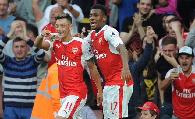 ẢNH: Nhìn lại 10 trận đấu giữa Arsenal và Chelsea - Ảnh 6.