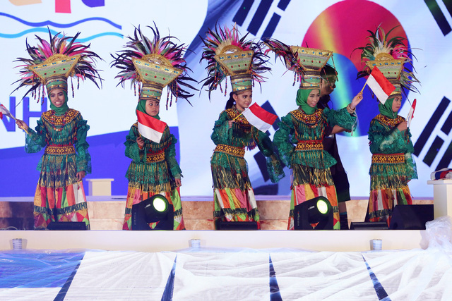 Ca sỹ Đông Nhi và thần đồng Opera nhí Phương Khanh nỗ lực tập luyện cho Gala Trái đất xanh - Ảnh 3.