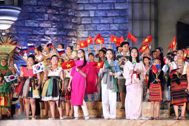 Ca sỹ Đông Nhi và thần đồng Opera nhí Phương Khanh nỗ lực tập luyện cho Gala Trái đất xanh - Ảnh 2.