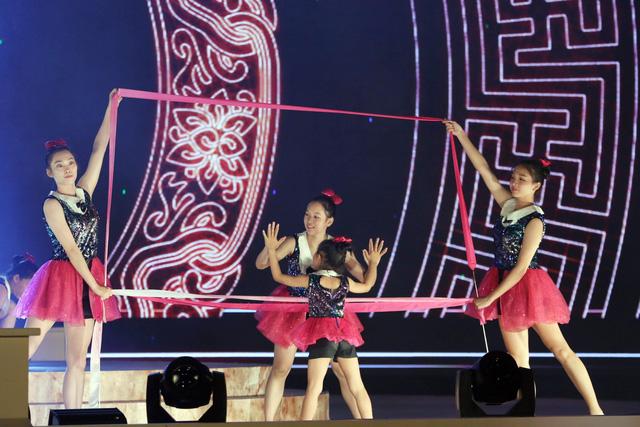 Ca sỹ Đông Nhi và thần đồng Opera nhí Phương Khanh nỗ lực tập luyện cho Gala Trái đất xanh - Ảnh 7.