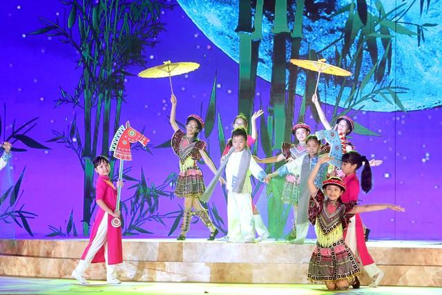 Ca sỹ Đông Nhi và thần đồng Opera nhí Phương Khanh nỗ lực tập luyện cho Gala Trái đất xanh - Ảnh 5.