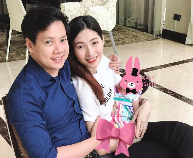 Hoa hậu Đặng Thu Thảo khoe ảnh xinh đẹp sau sinh bên chồng con - Ảnh 1.