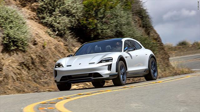 Porsche ra mắt ô tô điện thể thao đầu tiên với tên gọi Taycan - Ảnh 1.