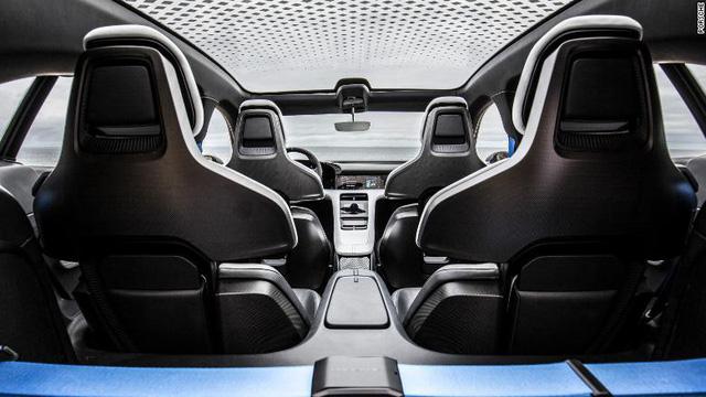 Porsche ra mắt ô tô điện thể thao đầu tiên với tên gọi Taycan - Ảnh 2.