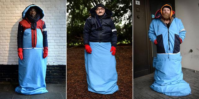 Áo túi ngủ - giải pháp cho người vô gia cư tại Hà Lan - Ảnh 1.