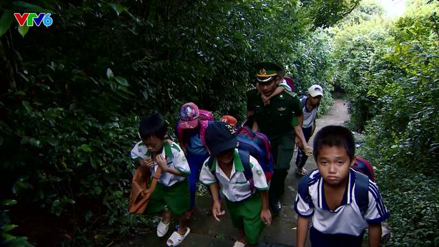 """Câu chuyện """"Thế hệ số"""" hôm nay: Thầy giáo mang quân hàm xanh - Ảnh 3."""