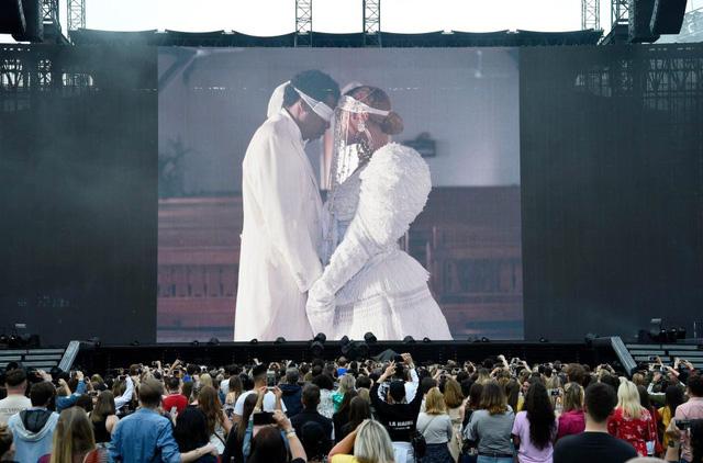 Tour diễn của Beyoncé và Jay Z phát vé miễn phí để lấp đầy chỗ trống - Ảnh 3.