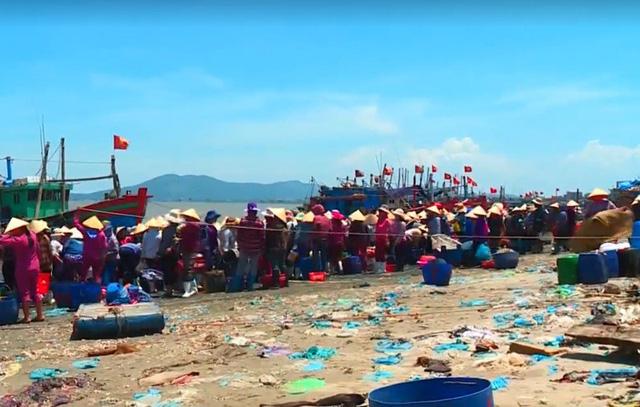 Kinh hoàng ô nhiễm rác tại biển Thanh Hóa - ảnh 2