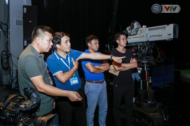 Nhà báo Phan Ngọc Tiến kiểm tra công tác chuẩn bị cho Lễ khai mạc và tường thuật World Cup 2018 - Ảnh 2.