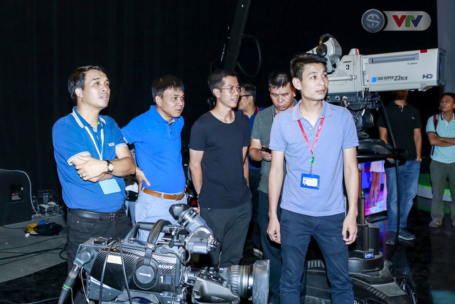 Nhà báo Phan Ngọc Tiến kiểm tra công tác chuẩn bị cho Lễ khai mạc và tường thuật World Cup 2018 - Ảnh 3.