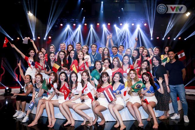 Nhà báo Phan Ngọc Tiến kiểm tra công tác chuẩn bị cho Lễ khai mạc và tường thuật World Cup 2018 - Ảnh 4.