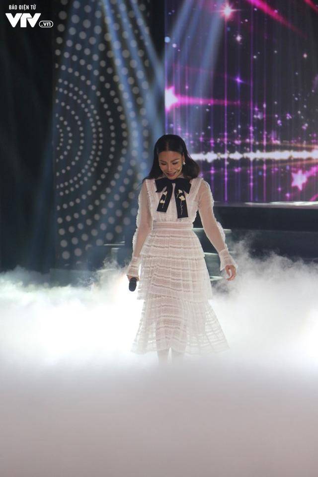 Hồ Quỳnh Hương đẹp như công chúa trong Muôn màu showbiz - Ảnh 1.