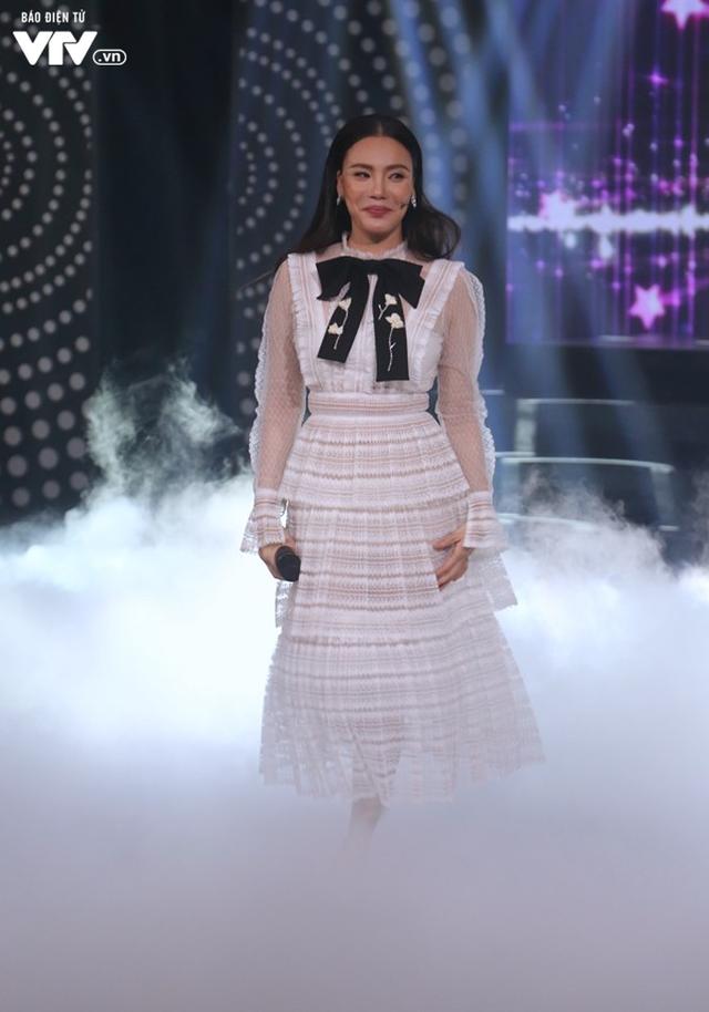Hồ Quỳnh Hương đẹp như công chúa trong Muôn màu showbiz - Ảnh 2.