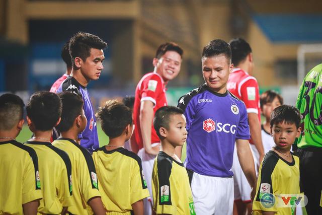 CLB Hà Nội đại thắng Than Quảng Ninh, kéo dài mạch bất bại - Ảnh 2.