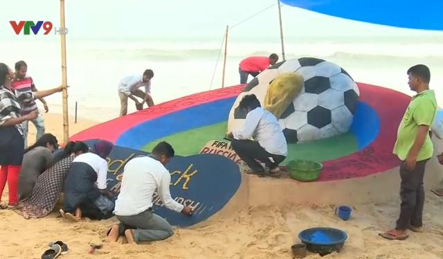 Chiêm ngưỡng tác phẩm điêu khắc cát ủng hộ World Cup của nghệ nhân Ấn Độ - ảnh 1