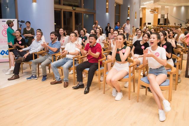Dàn thí sinh Hoa hậu Việt Nam 2018 hết mình cổ vũ World Cup - Ảnh 1.